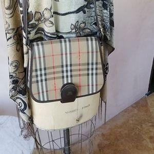 Burberry vintage shoulder bag Firm.